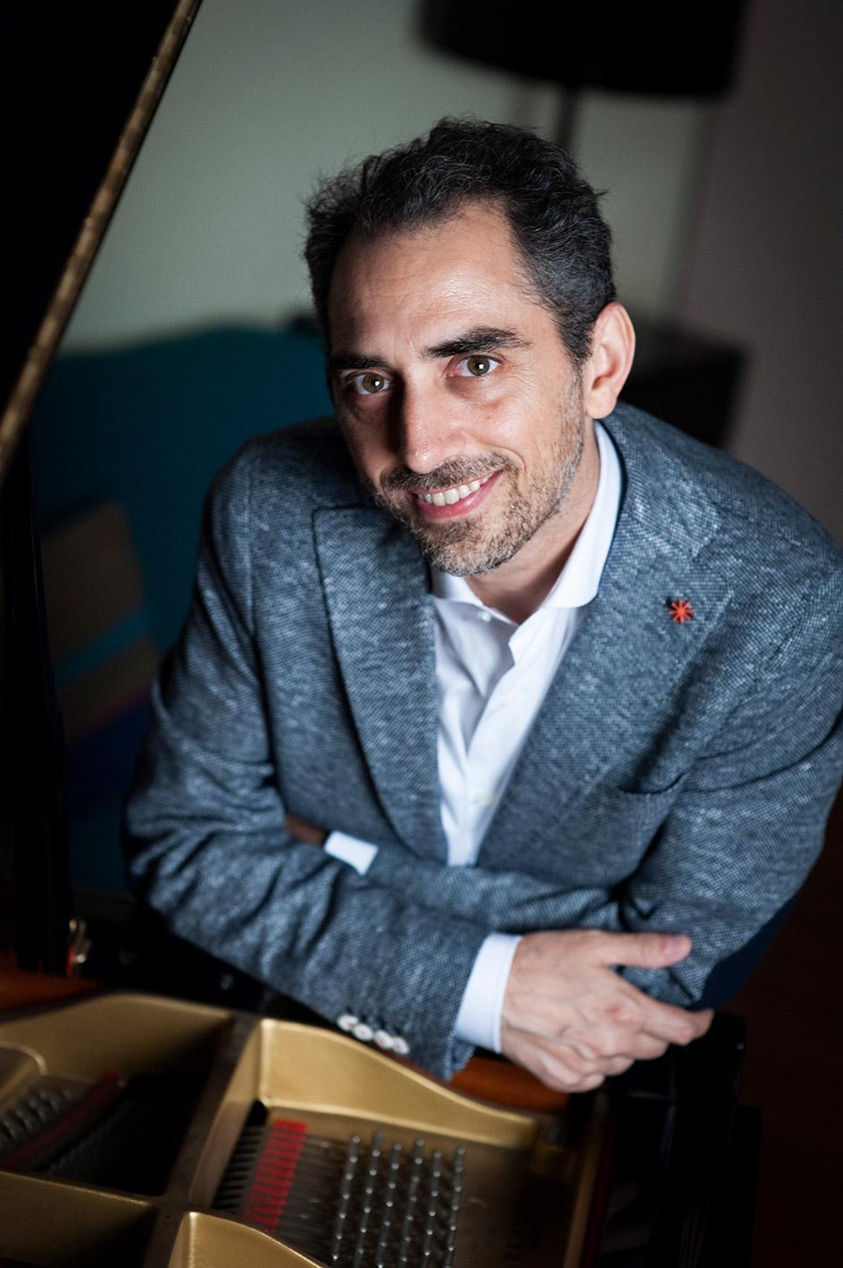 Fabio di Biase pianist piano image